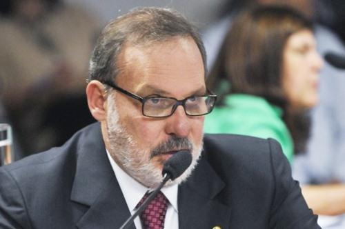 Senador-Armando-Monteiro-092012-e1357593139336