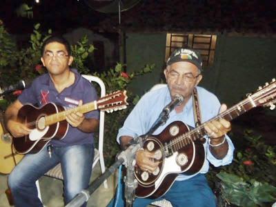 O vereador Manuel Mariano com o pai Mariano do Sindicato (Foto Facebook)