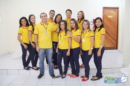 George Ribeiro e equipe de funcionários