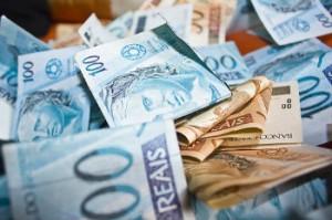 3198927-dinheiro-imposto-de-renda-300x199