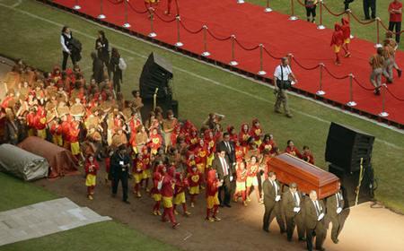 entretenimento-funeral-roberto-bolanos-estadio-azteca-20141130-019-size-598