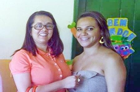 A secretária Alessandra Santos e a professora Elidiana Silva.