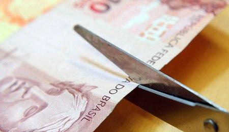 2383887182-crise-economica-e-falta-de-dinheiro