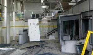 Cofre da agência foi explodido, diz polícia Foto: Reprodução/TV Jornal.