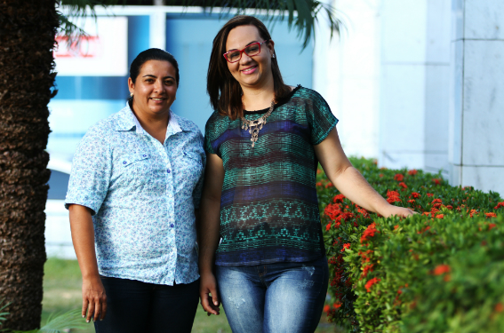 Rênya (E) contou com a colaboraçãod a companheira Karla na disputa eleitoral em Passira, na qual, segundo ela, precisou vencer a barreira do preconceito (Foto: Peu Ricardo/DPA)