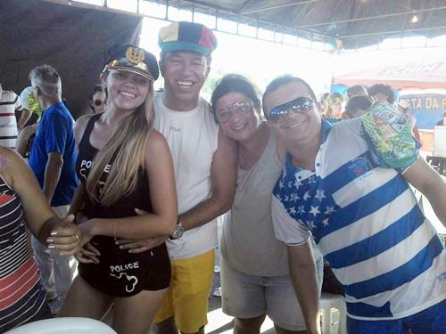 Hailton Gonçalves e animada turma no Carnaval de Salgadinho - PE