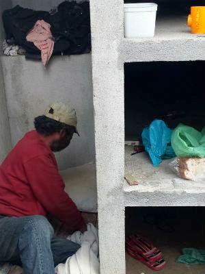 Bahia conta que deixou a certidão de nascimento com um padre, para não perder (Foto: Alana Fonseca/G1 PR)