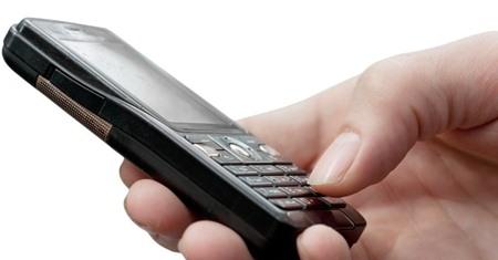 celular-teclado-teclar-eletronico-tecnologia-mao-homem-comunicacao-aparelho-telefone-ligar-ligacao-polegar-dedo-trabalho-negocio-economia-1269905018473_956x500