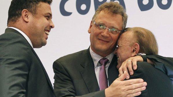Ronaldo, Valcke e Marín, os principais responsáveis pela organização da Copa do Mundo 2014 no Brasil (Reprodução)